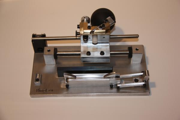 Gouging machine for oboe